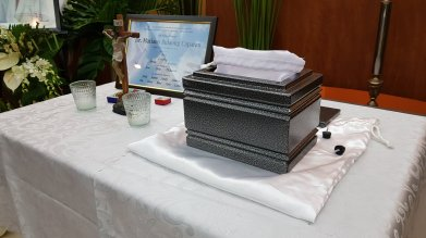 The urn that carries my uncle's 'body'